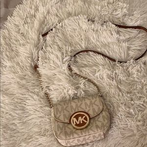 Micheal Kors purse